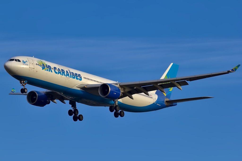 Un A330 d'Air Caraïbes, compagnie basée à Orly ayant co-signée une lettre ouverte demandant la réouverture de l'aéroport le 26 juin prochain. © Daniel Eledut / Unsplash